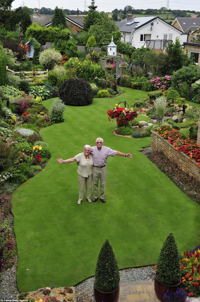 Superb As Iu0027m Sure You Will All Agree, Maintaining Gardens Is A Full Time Job. And  One British Man Takes This Literally. Part 4