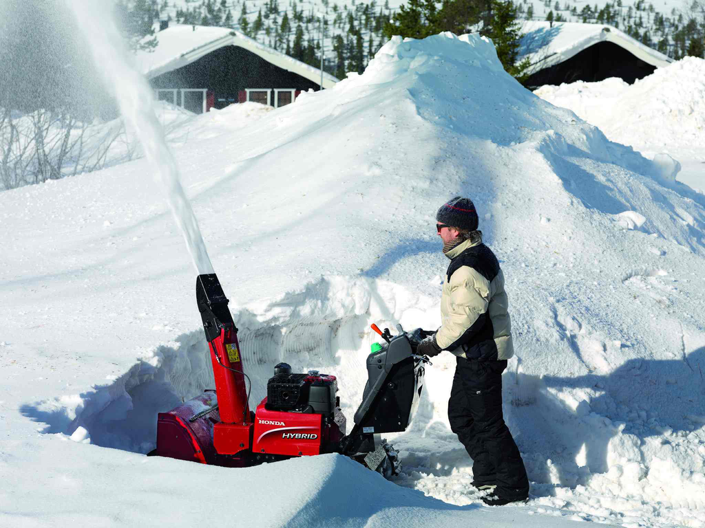 Industrial Snow Thrower : Honda competes hard for landscapers loyalty with power