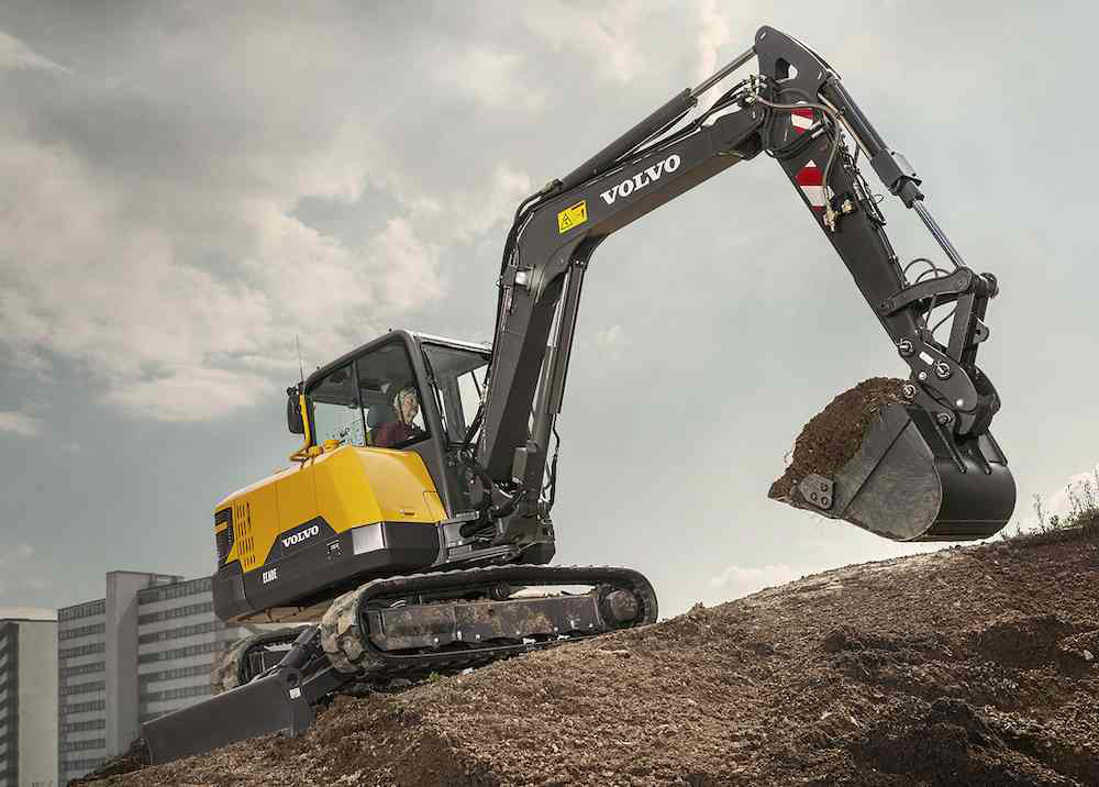 powerful new volvo ce excavator fits tight sites. Black Bedroom Furniture Sets. Home Design Ideas