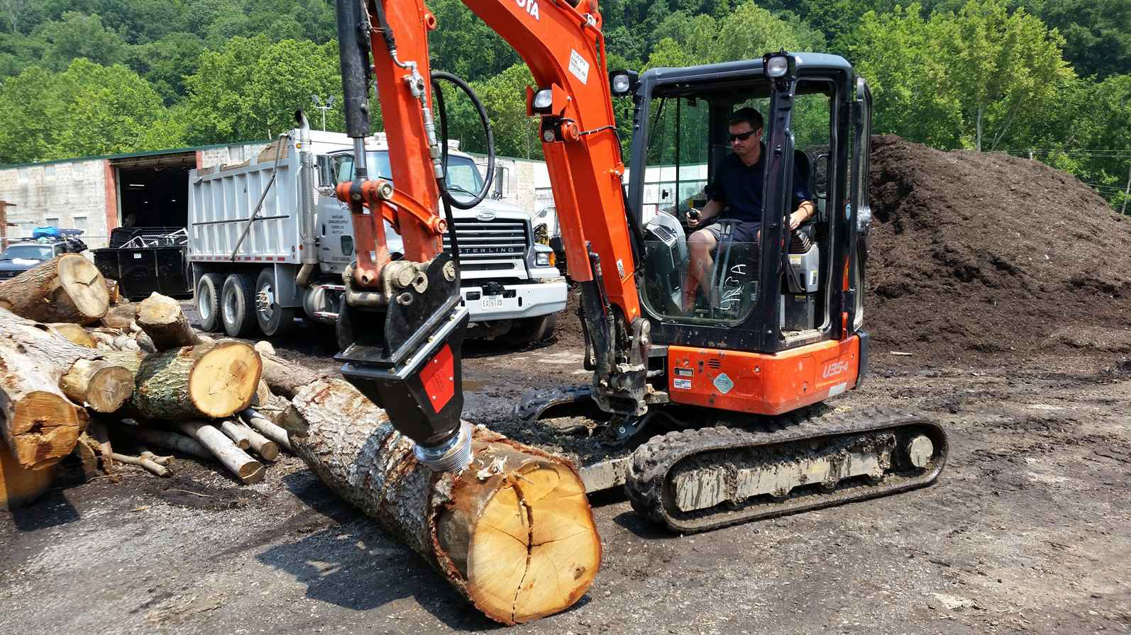 Black Splitter Attachment Makes Wood Processing Easier
