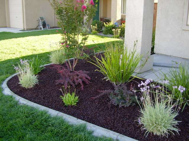 Landscaping With Wood Mulch : The pros and cons of using rubber mulch for landscaping