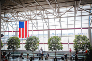 plants-charlotte-airport-atrium