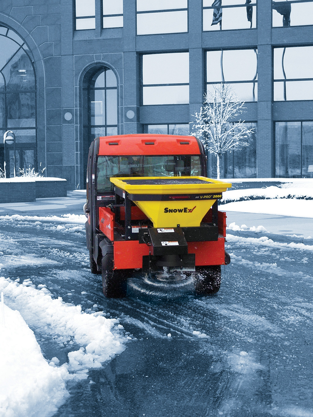 SnowEx-V-Pro-2000-spreader