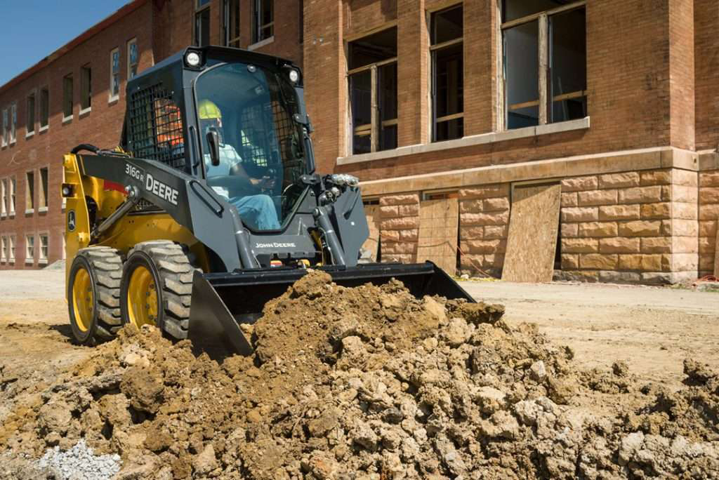 For final grading, Deere offers new 'Worksite Pro' bucket attachment