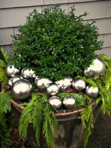 christmas-container-pinecone-and-acorns