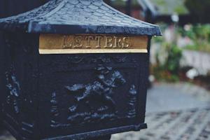 beautiful-asian-inspired-mailbox