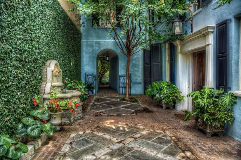 Courtyard gardens sanctuaries for city dwelling clients for Landscaping a courtyard pictures