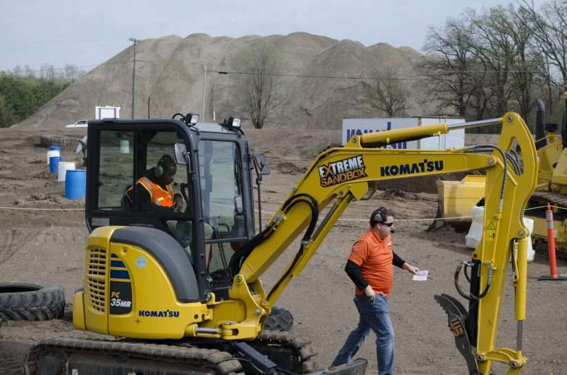 News roundup: Komatsu hosts Extreme Sandbox for 40 students