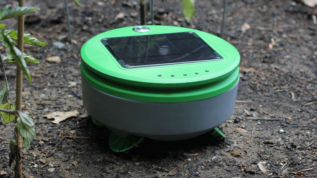 solar powered robotic weed puller
