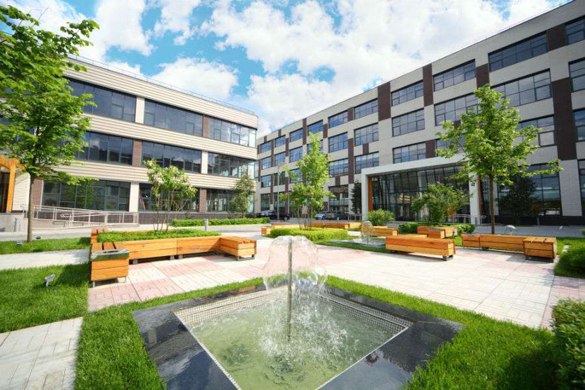landscaping for commercial courtyard