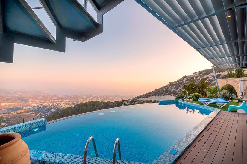 infinity-edge-swimming pool