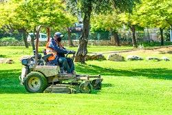 masked-landscaper-cutting-grass