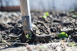 shovel-digging-dirt